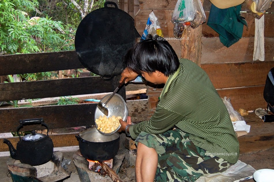 Cena in preparazione nel Doi Inthanon National Park, street food in Thailandia