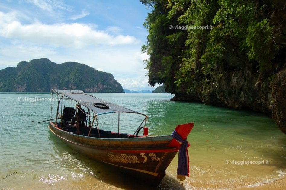 Entusiasti della crociera a Phang Nga Bay in long tail boat, escursione all'isola di James Bond