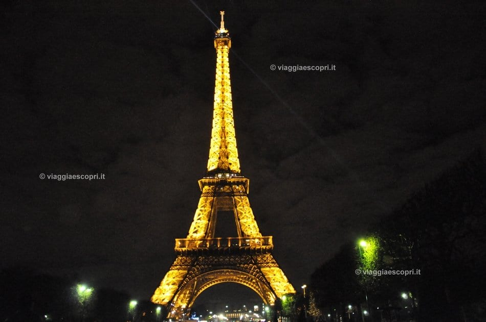 La Tour Eiffel, Parigi by night