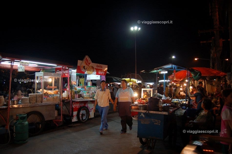 Il night market di Ayutthaya