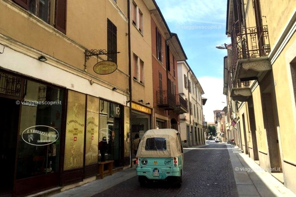 Sosta in centro a Mortara, viaggio in ape calessino