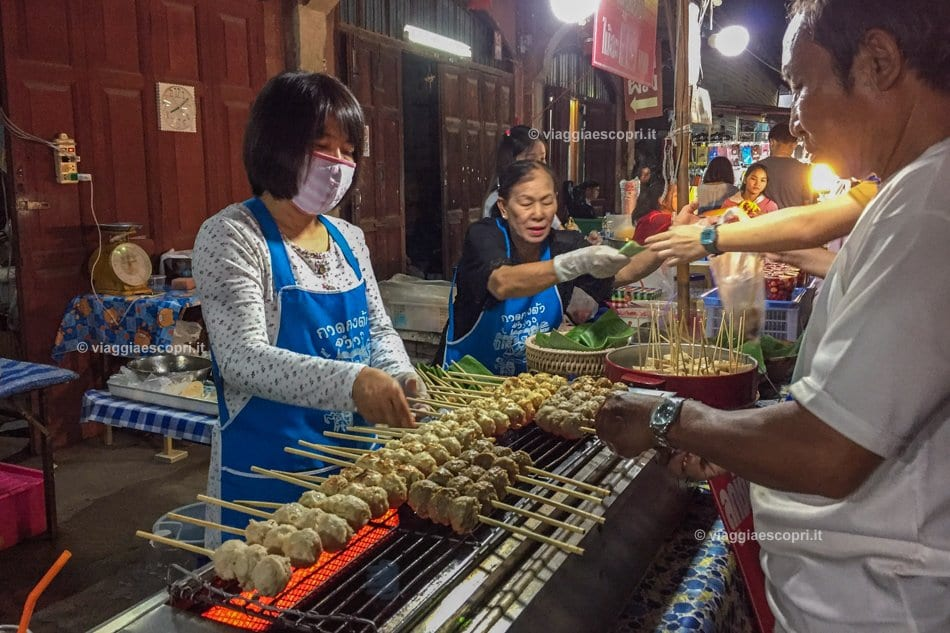 Night Market in Thanon Talad Gao, vivere Lampang