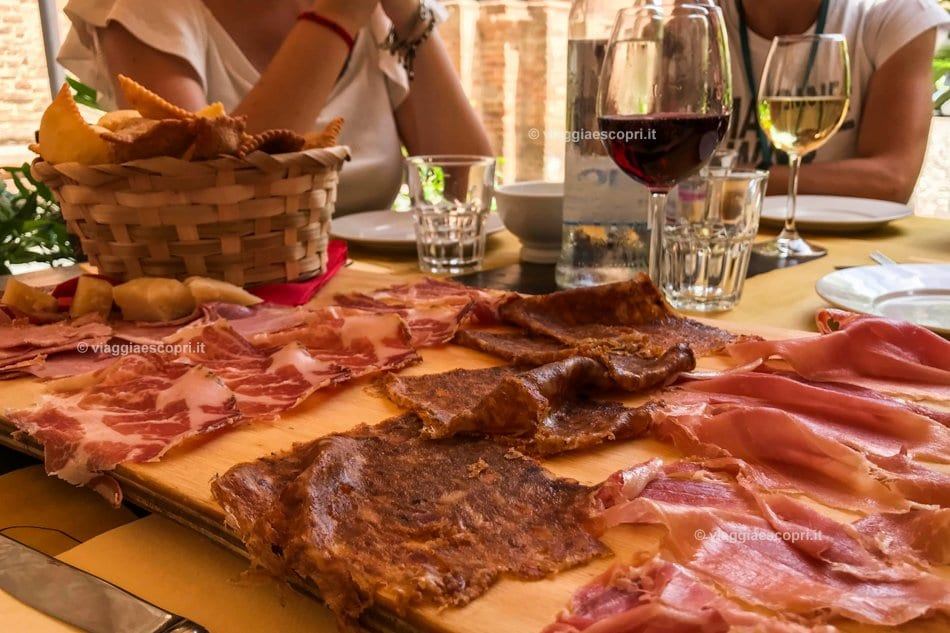 Tagliere di salumi all'Hosteria Numero 1000, weekend a Fidenza